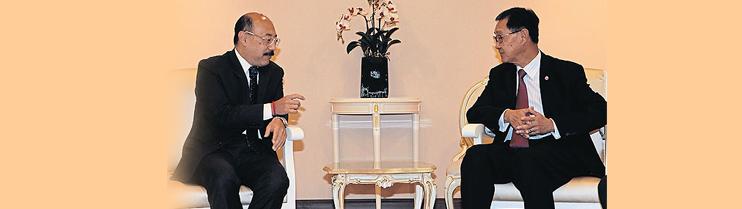 Ambassador Harsh Vardhan Shringla paid a courtesy call on H.E.  M.R. Pridiyathorn Devakula, Deputy Prime Minister of the Royal Government of Thailand on 16.10.14