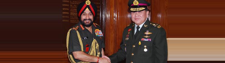 General Tanasak Patimaprakorn  with  General Bikram Singh, in New Delhi on June 30, 2014.