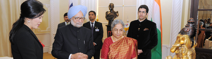 Prime Minister of India Dr. Manmohan Singh and Mrs Gursharan Kaur presented an exquisite statue of Lord Ganesha, who is revered in both India and Thailand, to Prime Minister Ms Yingluck Shinawatra during their visit to Bangkok on May 30-31, 2013.