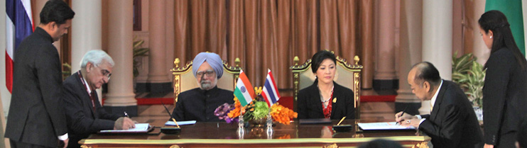 Prime Minister Dr. Manmohan Singh meets H.E. Ms. Yingluck Shinawatra, Prime Minister of Thailand in Bangkok on May 30, 2013