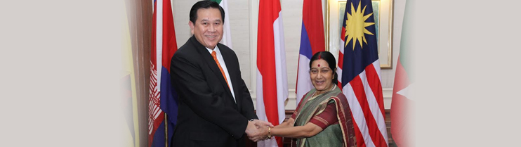 H.E. General Tanasak Patimapragorn, Deputy Prime Minister and Foreign Affairs of Thailand meeting Smt. Sushma Swaraj, Hon'ble Minister of External Affairs on 11 March, 2015 in New Delhi