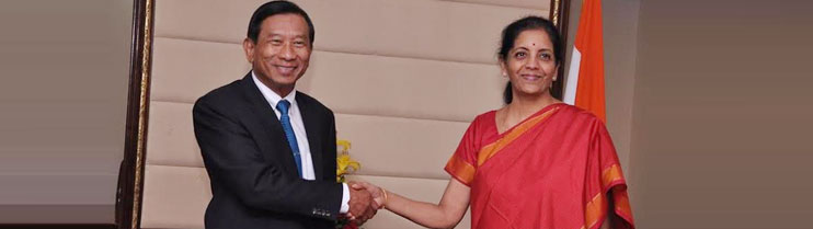 H. E. Smt. Nirmala Sitharaman, Minister of State for Commerce and Industry of India with H. E. General Chatchai Sarikalya, Minister of Commerce of Thailand in New Delhi on 26 February 2015
