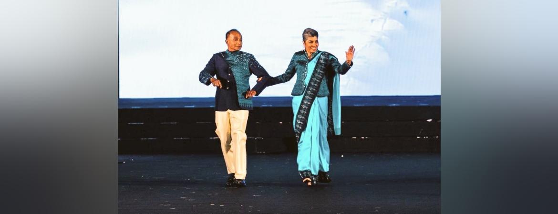 Amb Suchitra Durai and Amb (Retd) R. Swaminathan at the Thai Silk Show!