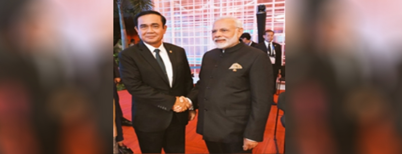 PM Mr. Narendra Modi & PM Gen. Prayut Chan-o-cha during RCEP Meeting in Manila 12 Nov 17