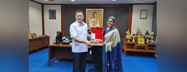 Ambassador Suchitra Durai calls on Deputy PM & Health Minister of Thailand H.E Mr Anutin Charnvirakul on 17 December 2020
