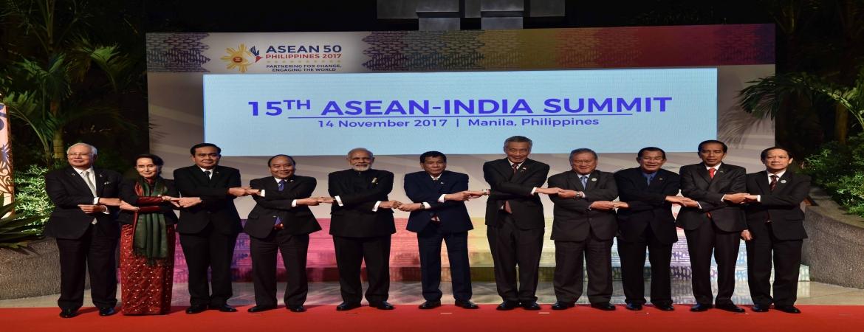 PM Narendra Modi at 15th ASEAN INDIA Summit, Manila on November 14, 2017 – Group Photo