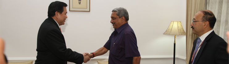 H.E. General Tanasak Patimapragorn, Deputy Prime Minister and Foreign Affairs of Thailand meeting Shri Manohar Parrikar, Hon'ble Defence Minister on 11 March, 2015 in New Delhi